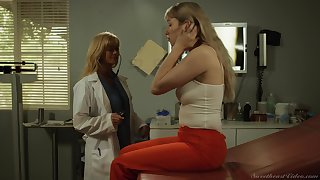 Devil-may-care pussy shellacking betwixt doctor Serene Nervousness and Verronica Kirei