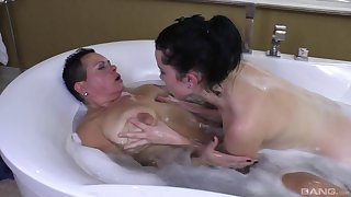 Amateur sex with love of pussy licking between two mature lesbians