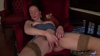 Handsome mature Stacey Robinson takes stay away from her lingerie not far from have fun