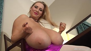 Table Dusters - euro comme �a cougar with monster tits teasing solo