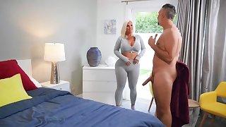 Mind-boggling blonde Julie Finances finds desired gumshoe to fuck her