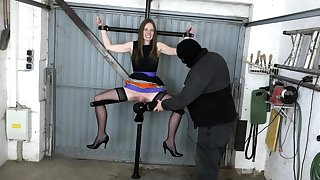 Big pussy on the cracking spreader